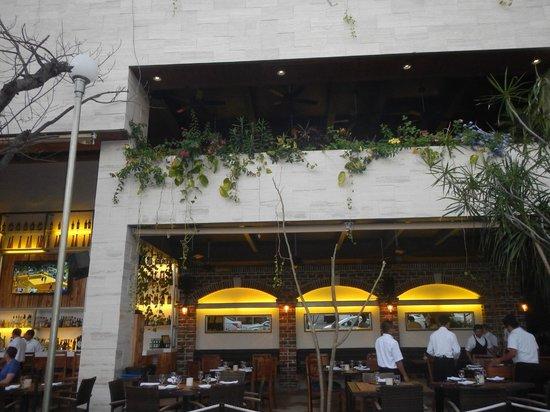 Sur Steakhouse: exterior