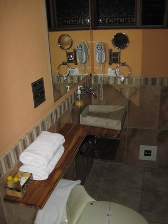 Muisca Hotel: Bathroom, Room #5