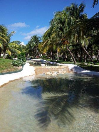 Iberostar Cancun: Waterfalls and Gardens