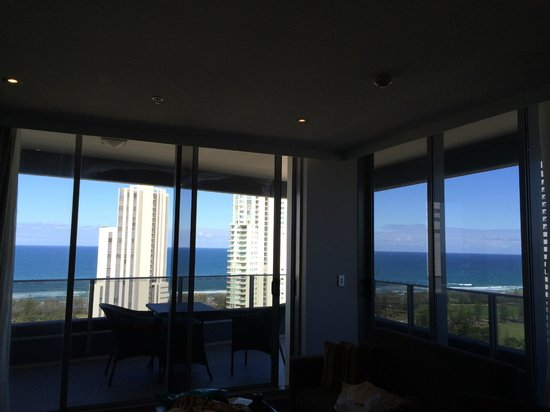 Meriton Suites Broadbeach : wonderful windows