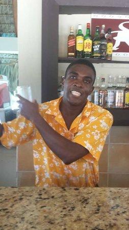 Dreams Palm Beach Punta Cana: Junior, pool bartender