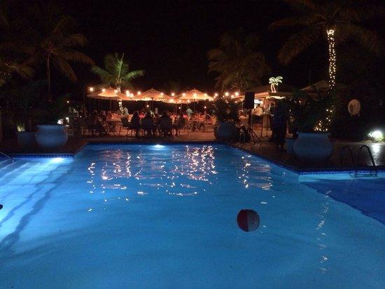 Ocean Club Resort: The beach bar, during the weekly reggae music night.