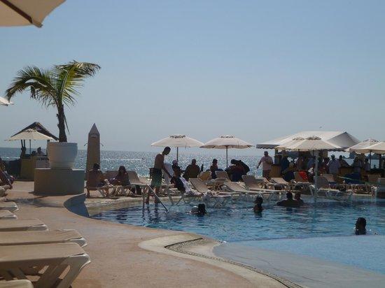 Tesoro Ixtapa: pool view