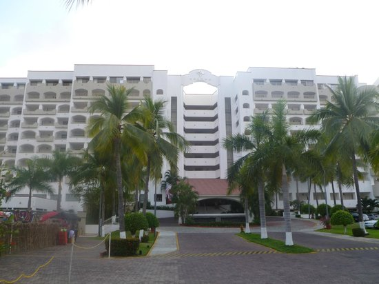 Tesoro Ixtapa: view from the front of the hotel