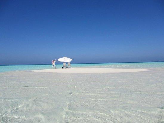 Happy Life Maldives Lodge: Sandbank1