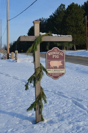 The Whimsical Pig Bed and Breakfast at Wolf Creek: Sign