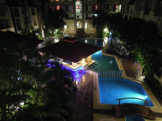 Adhara Hacienda Cancun : Pool at night