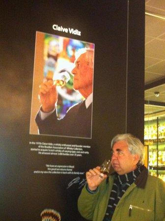 The Scotch Whisky Experience: Foto do brasileiro dono da coleção