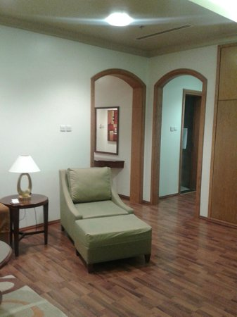 Al Khoory Hotel Apartments: Sitting Area & Entrance to the Rooms