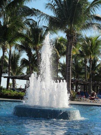 Barcelo Maya Colonial : Fountain