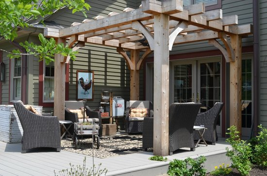 The Whimsical Pig Bed and Breakfast at Wolf Creek: Sitting Area on the Deck