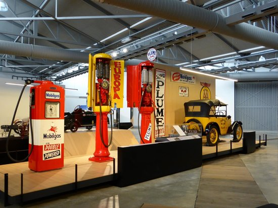 Toitu Otago Settlers Museum: Early transport display