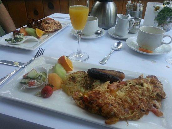Moulin Wakefield Mill Hotel & Spa: Omelettes & mimosas for breakfast