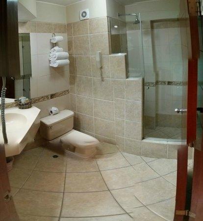 Eco Inn Cusco : バスルーム