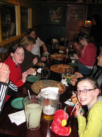 Shot Tower Inn: Dining