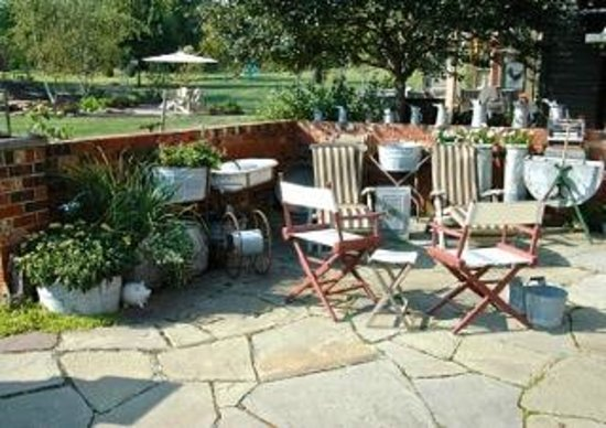 The Whimsical Pig Bed and Breakfast at Wolf Creek: Patio