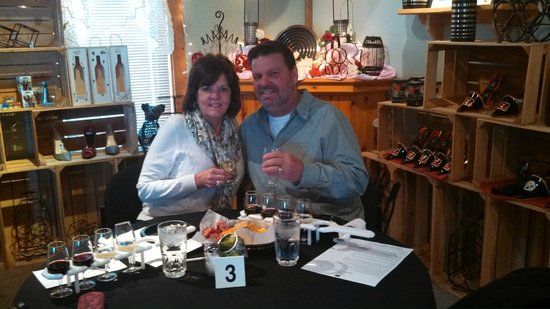 Versailles, OH: Sweetheart Date at Winery