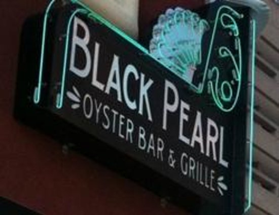 Black Pearl Oyster Bar and Grille: Sign on Front