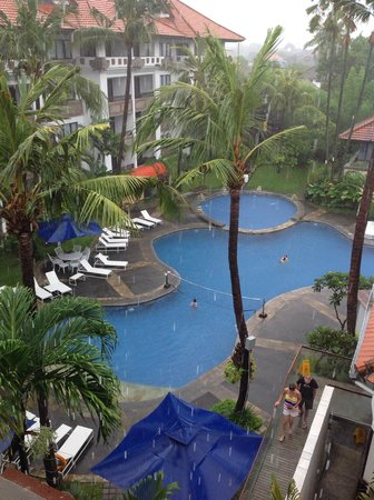 Sanur Paradise Plaza Suites : View from 4th floor (top)