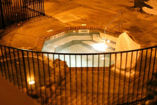 Best Western Plus Plaza Hotel: spa at night