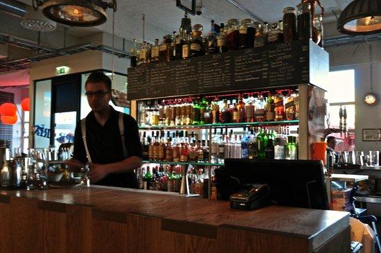 Icelandair Hotel Reykjavik Marina: Bar area