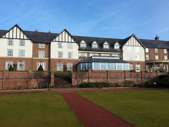 Carden Park Hotel : Lovely grounds