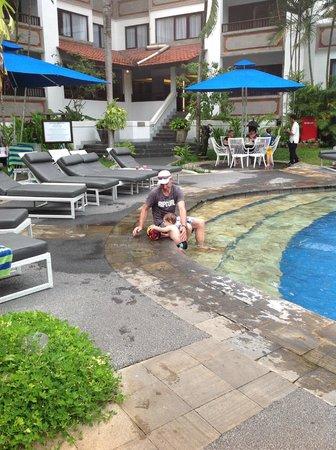 Sanur Paradise Plaza Suites : Pool side