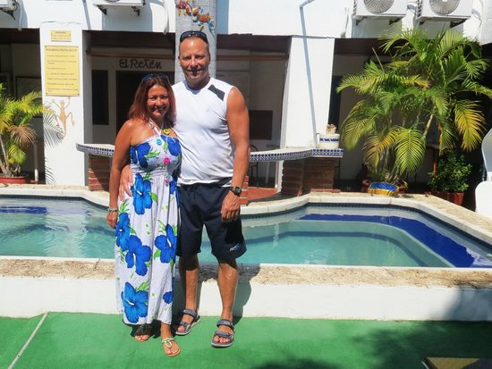 Hotel Nueva Granada: Devant la piscine située dans la cour intérieure.