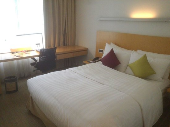 Novotel Century Hong Kong: The comfortable bed