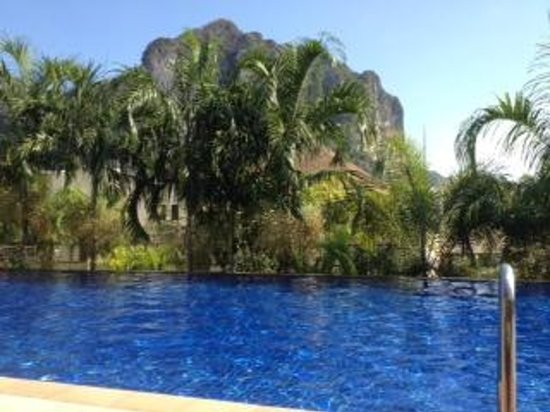 Aonang Cliff Beach Resort: From pool area