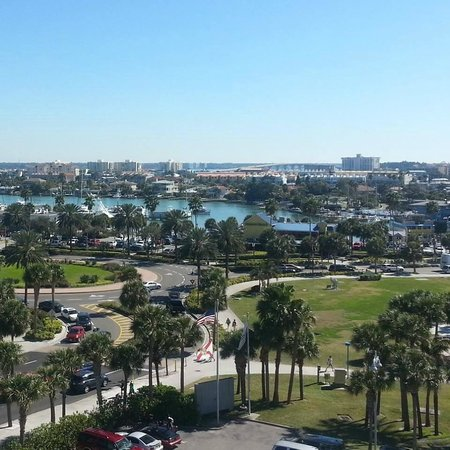 Hilton Clearwater Beach Resort & Spa: Harbor view from room 830