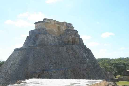 Temples d'Uxmal : More than one big Pyramid here...