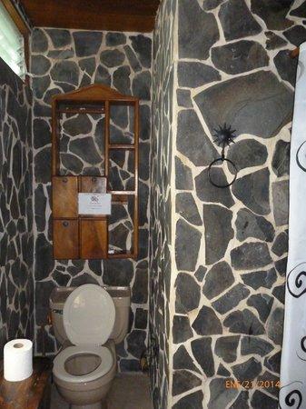 La Hacienda Lodge : # 3 Prince & # 4 Princess suite bathroom.