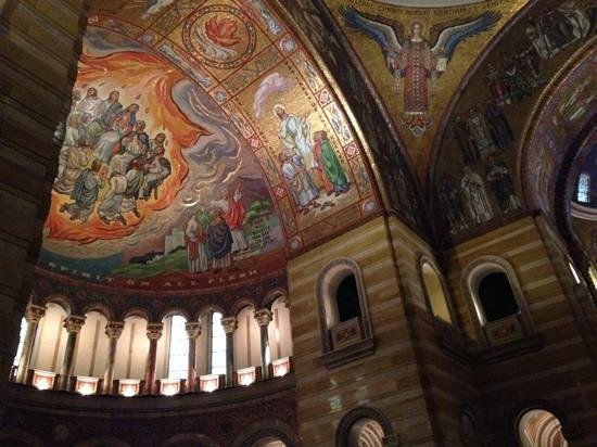 Cathedral Basilica of Saint Louis : Most mosaics in the Basilica display stunning artistry and rich colors.