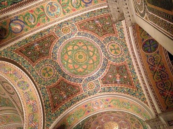 Cathedral Basilica of Saint Louis: Beautifully detailed mosaics.