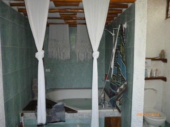 La Hacienda Lodge: # 5 Jacuzzi suite. Queen bed