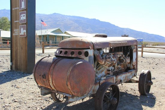 Stovepipe Wells Village: .