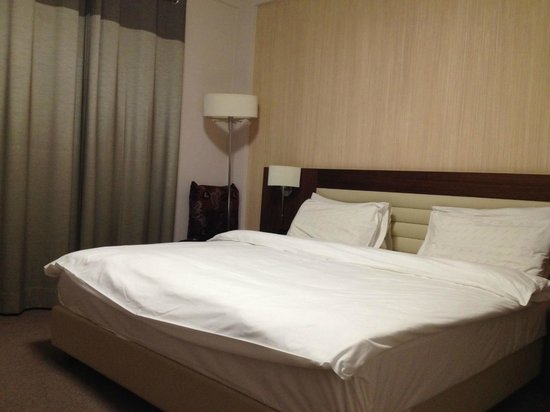 Mamba Point Hotel: Queen bed