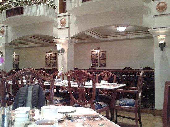 Merdeka Palace Hotel & Suites: breakfast area