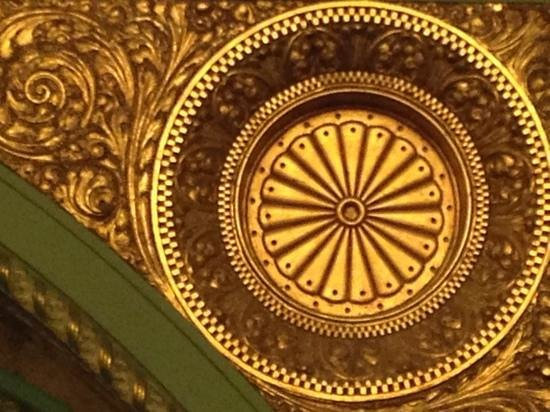 St. Louis Union Station Hotel, Curio Collection by Hilton: Close-up of historic detail in the Union Station lobby.