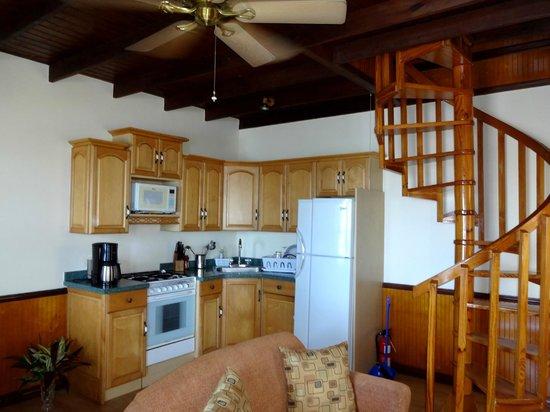 Villa Beach Cottages: Lower floor kitchen area.