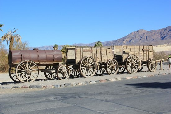 Furnace Creek Inn and Ranch Resort : Front entry