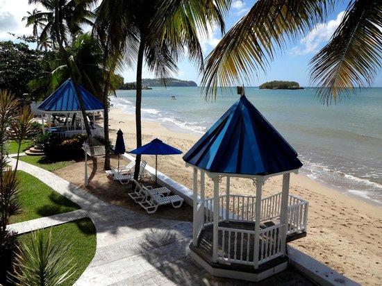 Villa Beach Cottages: Great beach area.