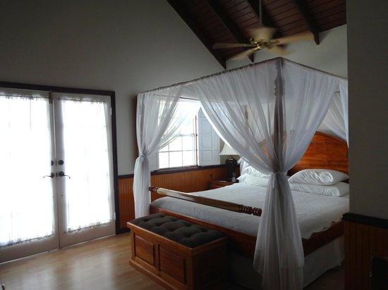 Villa Beach Cottages : Bedroom, upper floor.