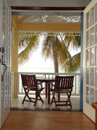 Villa Beach Cottages: To the bedroom balcony.