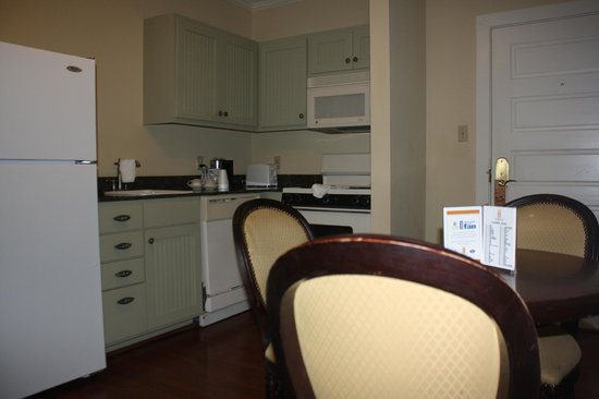 Lighthouse Inn at Aransas Bay : Kitchen and dining area
