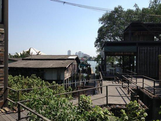Bangkok Tree House: view of walkway