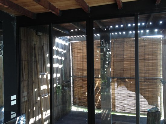 Bangkok Tree House: outdoor indoor shower in treehouse