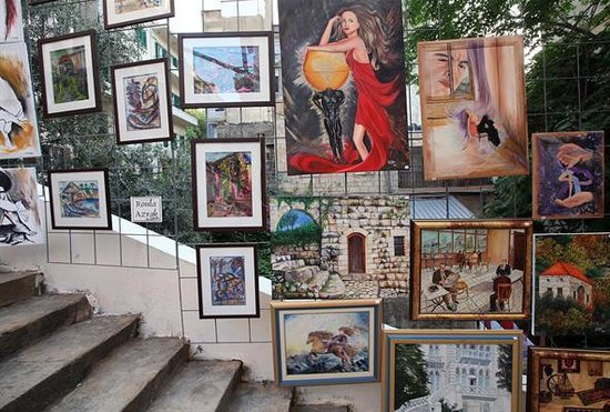 St Nicholas Stairs: Art exhibits on the steps