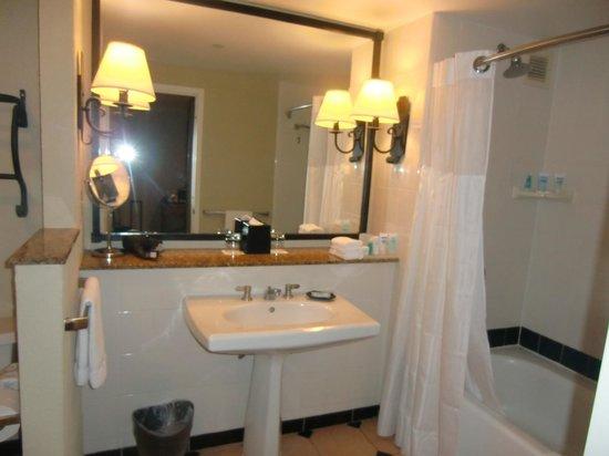 Wyndham Grand Rio Mar Beach Resort & Spa: Ocean View Suite Bath